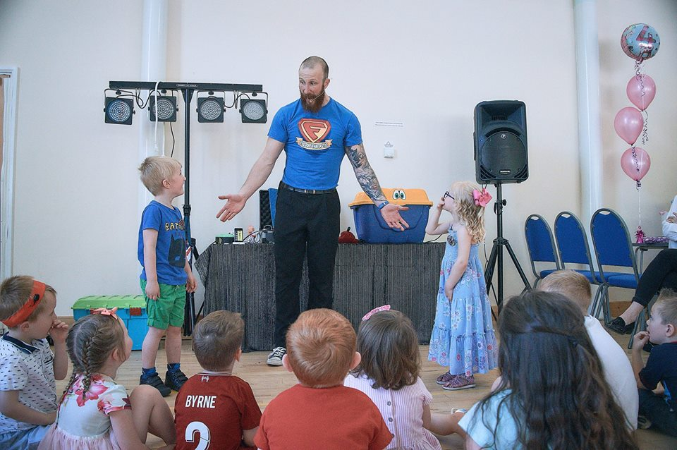 Children's entertainer Freddie Fantastic entertains at a joint birthday party